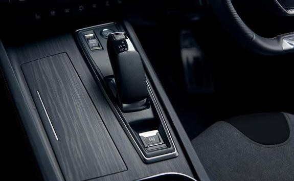 /image/17/2/peugeot-508-hybrid-gear-stick.639172.jpg