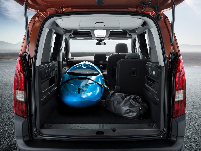 /image/26/0/peugeot-rifter-folded-seat-with-kayak.451260.jpg