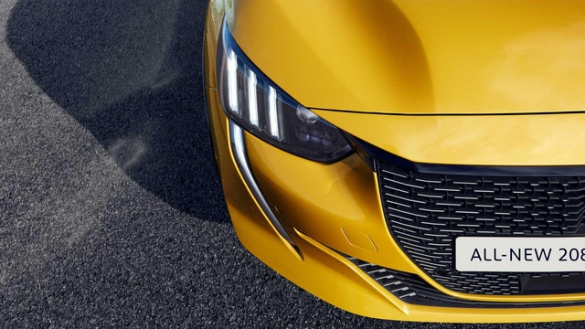 /image/83/1/all-new-208-gt-line-up-front.561831.jpg